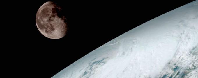 SpaceX отправит двух космических туристов в полет вокруг Луны