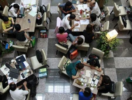Самые счастливые сотрудники появляются в офисе всего раз в неделю – опрос