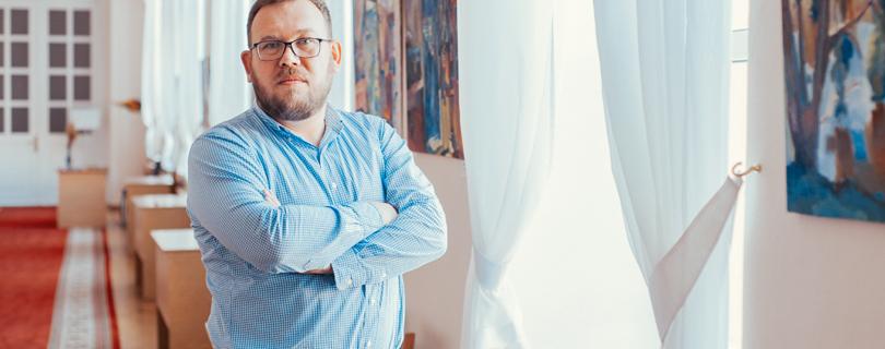 О соцсетях, нарциссизме, новых смыслах и стрессах современного человека: интервью с психологом Александром Белоусом