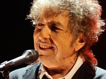 Певец Боб Дилан таки примет Нобелевскую премию по литературе