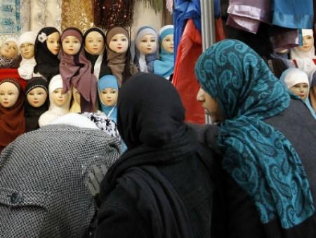 Европейский суд признал законным запрет на ношение хиджабов в рабочее время