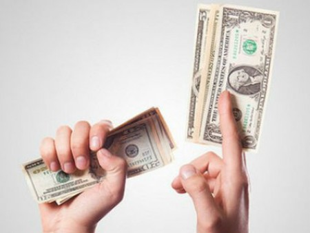 Нехватку денег назвали главной причиной стресса у сотрудников