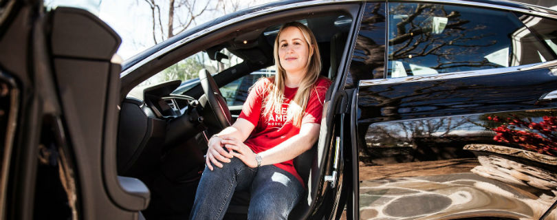 Сотрудница Tesla подала на работодателя в суд из-за дискриминации
