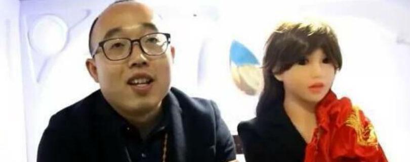 Китайский разработчик построил робота и женился на нем