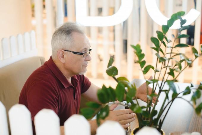 «Я почав перекладати фільми, не знаючи англійської мови»: інтерв'ю з перекладачем і режисером дубляжу Олексою Негребецьким