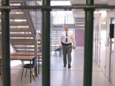 Британским тюремным охранникам запретили протестовать против условий труда