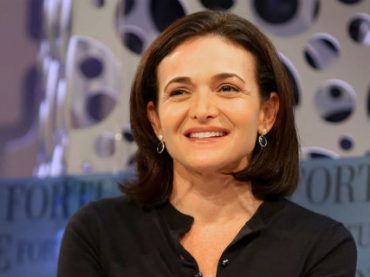 Женщины должны с детства учиться руководить — топ-менеджер Facebook