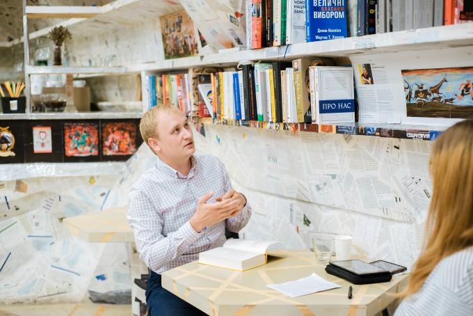 «Якщо хочеш заробити мільйон, візьми мільярд і відкрий видавництво»: інтерв'ю з директором видавництва «Наш Формат» Антоном Мартиновим