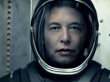 Илон Маск примерил новый скафандр SpaceX