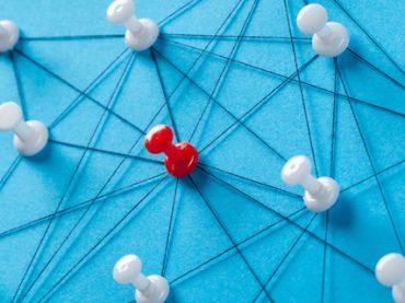 Подкаст «Ускорение»: как правильно заводить полезные знакомства