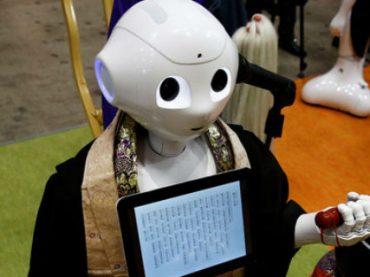 В Японии запрограммировали робота-буддиста, который проводит похороны