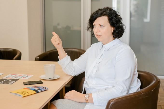 «Якщо у міністерствах не працюють найкращі уми, то ми живемо у дуже збоченому світі»: інтерв'ю з директором «Мистецького Арсеналу» Олесею Островською