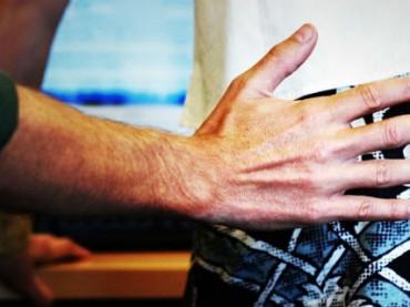 Каждая пятая женщина сталкивается с домогательствами на работе — опрос
