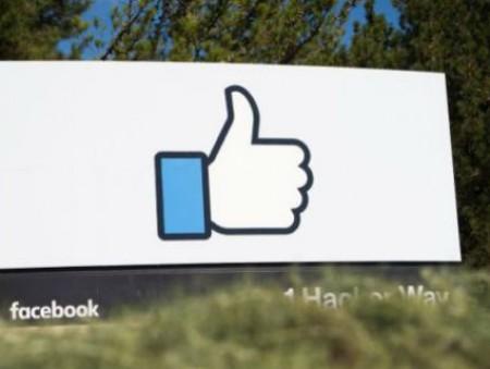 Facebook обвиняют в манипуляциях с должностями сотрудников, чтобы не платить им сверхурочные