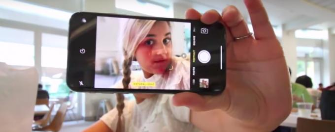 Инженер Apple потерял работу из-за iPhone X и дочери-видеоблогера
