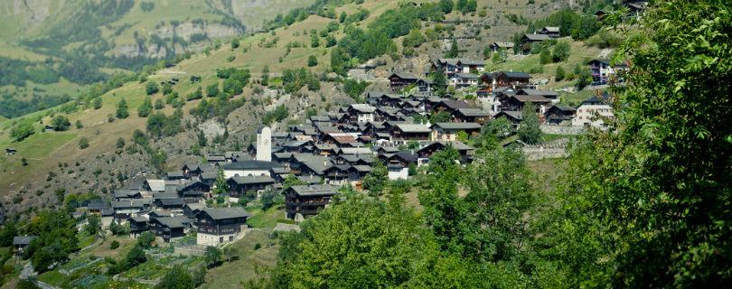 Деревушка в Швейцарии приманивает новых жителей деньгами