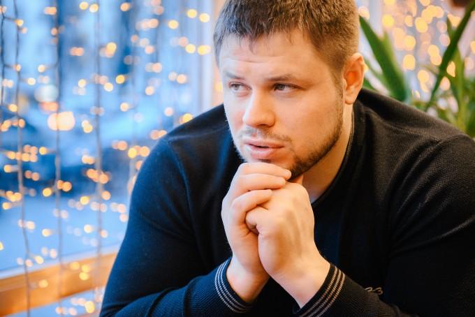 Об «архитекторах» боевых сцен, адреналине, гонорарах и цене экшна: интервью с актером и каскадером Дмитрием Меленевским