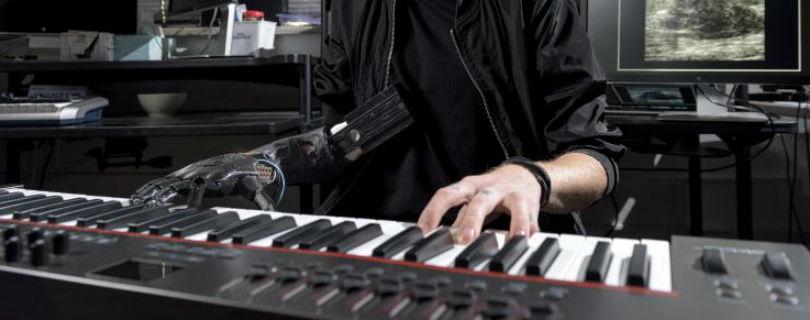 В США создали бионический протез руки для пианиста