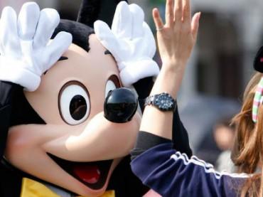Disney подарит сотрудникам по $1000 и оплатит их обучение