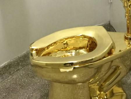 Дональду Трампу отказали в картине Ван Гога и предложили одолжить золотой унитаз