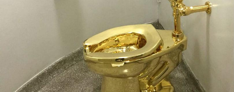 Дональду Трампу предложили одолжить золотой унитаз