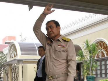 Премьер Таиланда сбежал от журналистов, оставив вместо себя ростовую фигуру