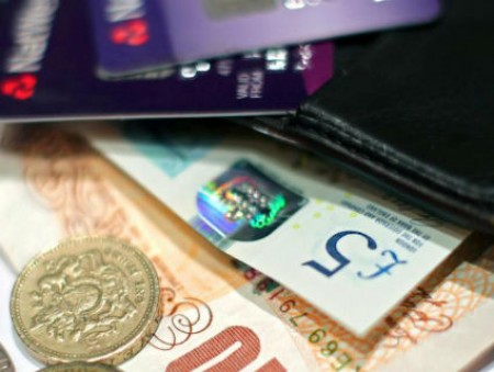 Эксперты советуют правительствам заменить пособия базовым доходом