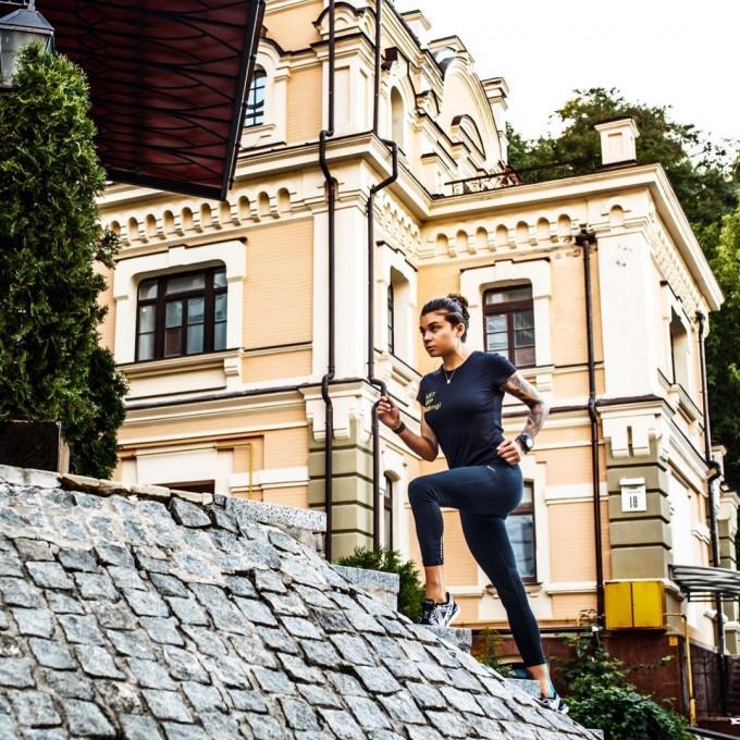 О «ранхаках», эйфории бегуна и параллелях между забегом и жизнью: интервью с участницей мировых марафонов Мари Карачиной