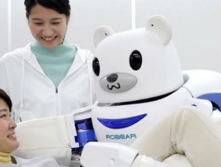 К 2020 году в Японии о большинстве стариков будут заботиться роботы