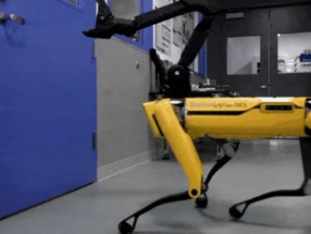 В Boston Dynamics робота-пса научили открывать дверь (видео)