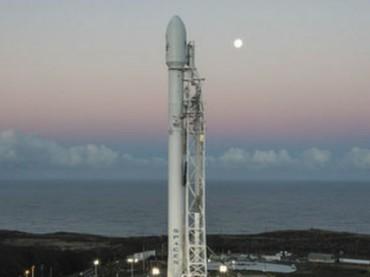 """SpaceX запустит первые два спутника для """"всепланетного Wi-Fi"""""""