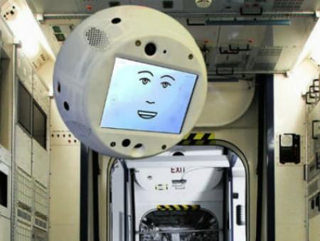 Airbus и IBM разработали летающего робота-астронавта
