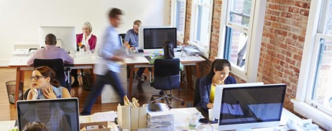 Офисных сотрудников отвлекает болтовня коллег и соцсети - опрос