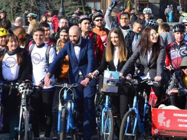 Флешмоб: сотни киевлян приехали на работу на велосипедах