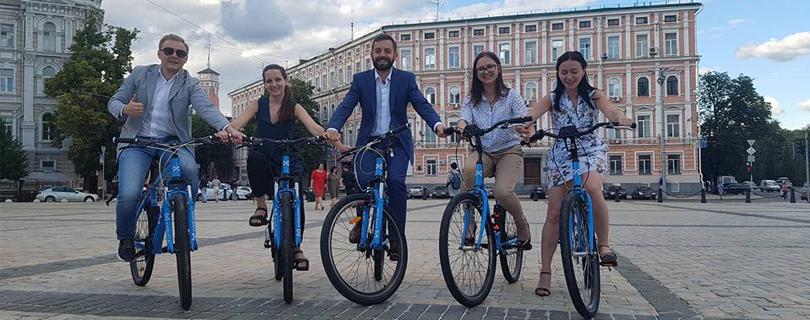 «Не такі ті пагорби й високі»: кияни про подорожі велосипедом на роботу, дрес-код для поїздок та плюси пересування на двохколісному