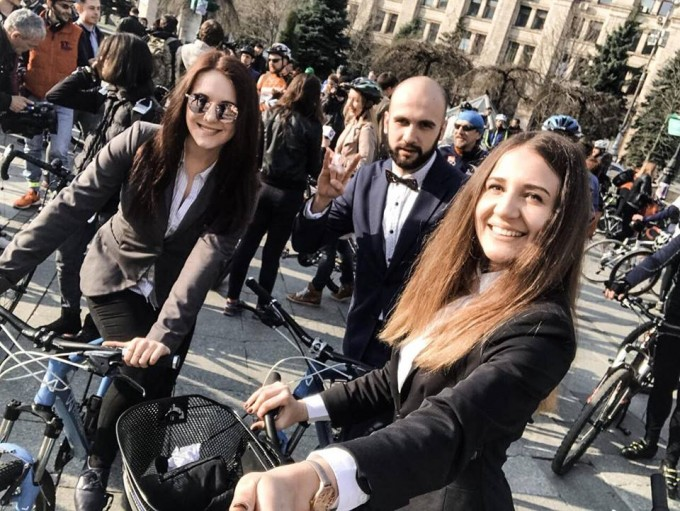 Сотни киевлян приехали на работу на велосипеде
