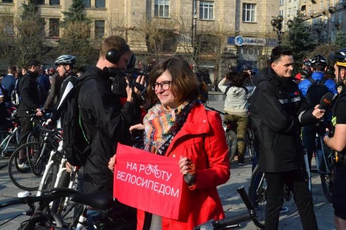 Флешмоб: сотни киевлян приехали в офисы на велосипеде