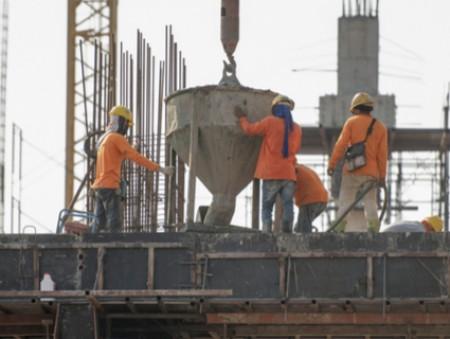 Эксперт: украинцы, работающие за рубежом, рискуют своим здоровьем
