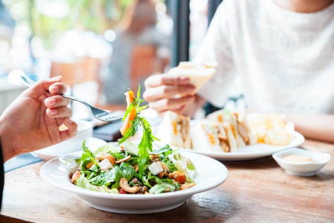 10 правил питания для тех, кто вечно на работе, но хочет оставаться в форме