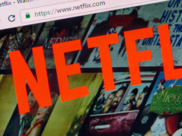 Главу по коммуникациям Netflix уволили за оскорбления темнокожих коллег