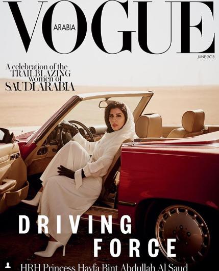 На обложке арабского журнала впервые появилась женщина за рулем