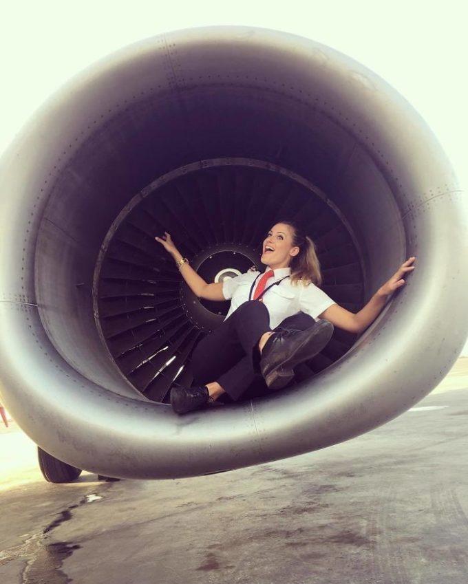 Парикмахер стала пилотом из-за боязни высоты