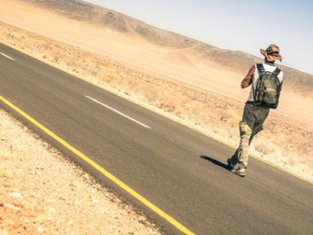 Боясь опоздать на работу в первый день, парень шел пешком 32 километра