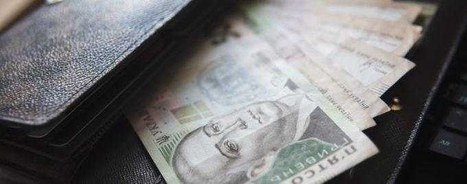 Для сотрудников госкомпаний отменили бонусы и вознаграждения