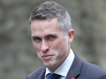 Siri перебила министра обороны Британии