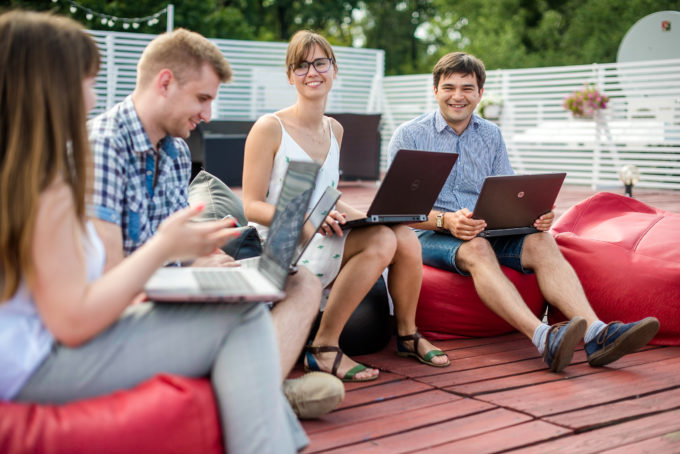 Работа в несколько кликов: как с помощью job-сайта устроиться в престижную компанию