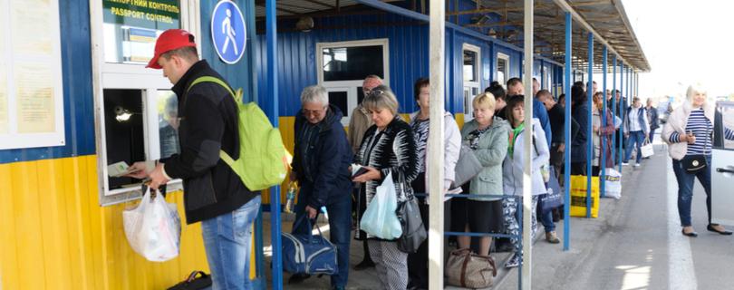 Каждую минуту два украинца уезжают на заработки