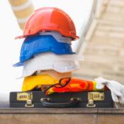 Что им стоит дом построить: какие зарплаты предлагают мастерам кельмы и кисти