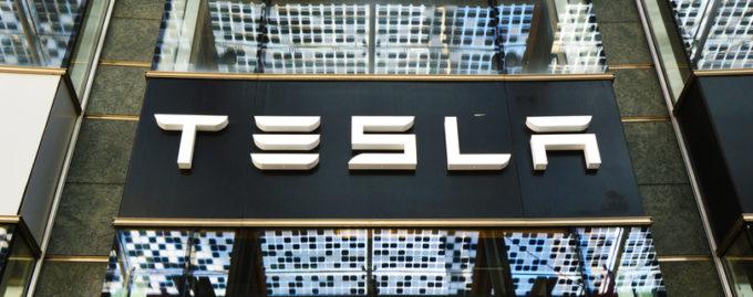 Из Tesla уходит топ-менеджмент, а Маск спит на полу