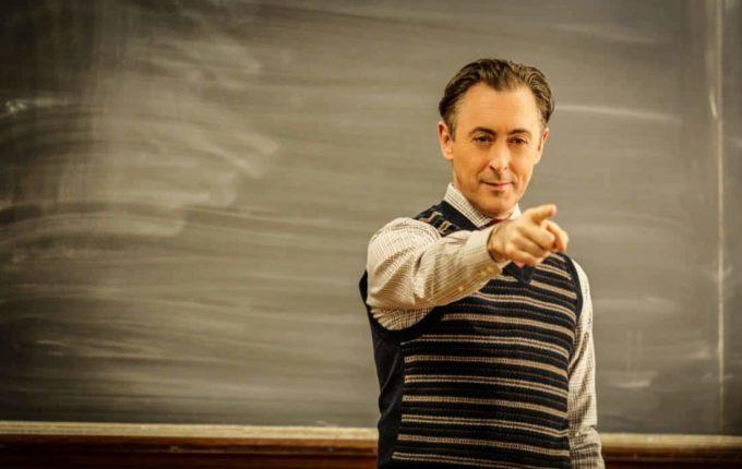 Эксцентричный профессор, грустный клоун и влюбленный телохранитель: 6 лучших сериалов-2018 о профессионалах